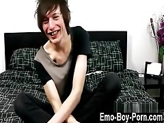 Emo gay dick humping Jesse Andrews is only 18 years old and hasn&#039_t