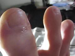 SUCKING MY TOES