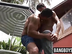 Muscled hunk ass fucking twink outdoor